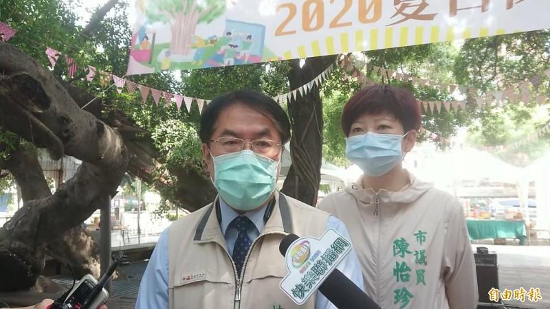 台南市實施強制戴口罩,台南市長黃偉哲今日受訪表示,8月17日宣導期限結束「是審視點不是開罰點」,視疫情發展檢討。(記者洪瑞琴攝)