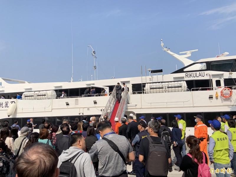 雲豹號客輪去年搭載台中遊客至澎湖。(記者張軒哲攝)