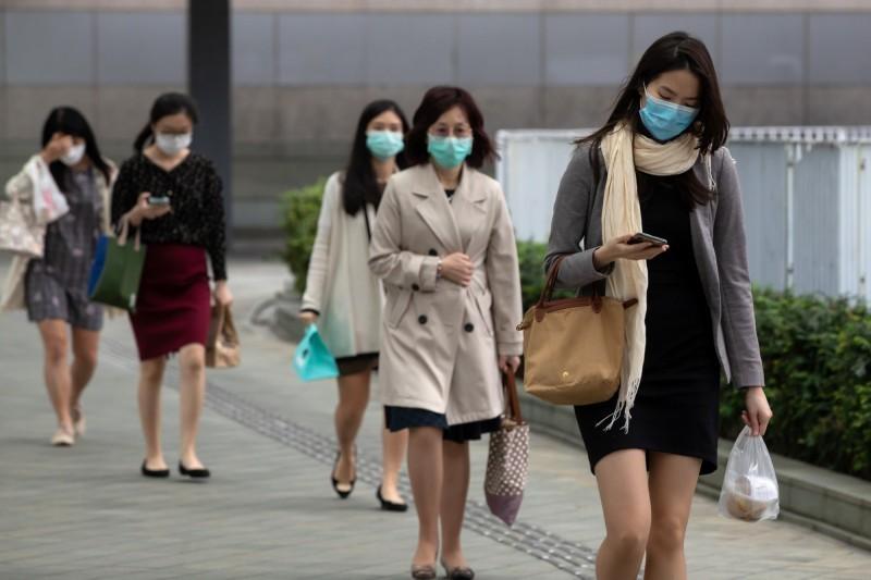 香港武漢肺炎(新型冠狀病毒病,COVID-19)疫情尚未停歇,香港衛生防護中心傳染病處主任張竹君今(8日)表示,香港今新增69例確診病例,是自7月21日後,近18日單日新低,目前香港累計確診病例達4008例。(彭博)