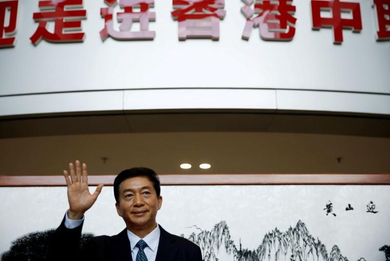 美國宣布制裁11名中港官員,香港中聯辦怒批「粗暴干預內政」,中聯辦主任駱惠寧則表示,自己在國外並無資產,可以寄100元給川普讓他凍結。(路透資料照)