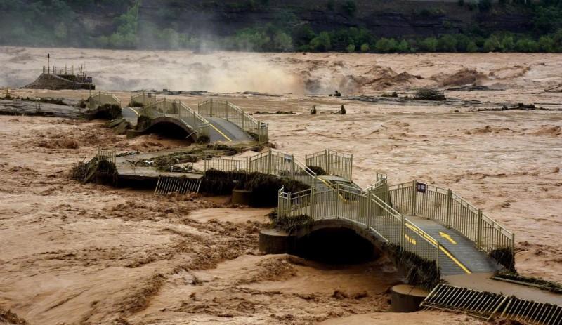 黃河第3號洪水形成於8月6日晚間形成,陝西商洛市洛南縣遭遇17年來最大洪災。(圖取自微博)