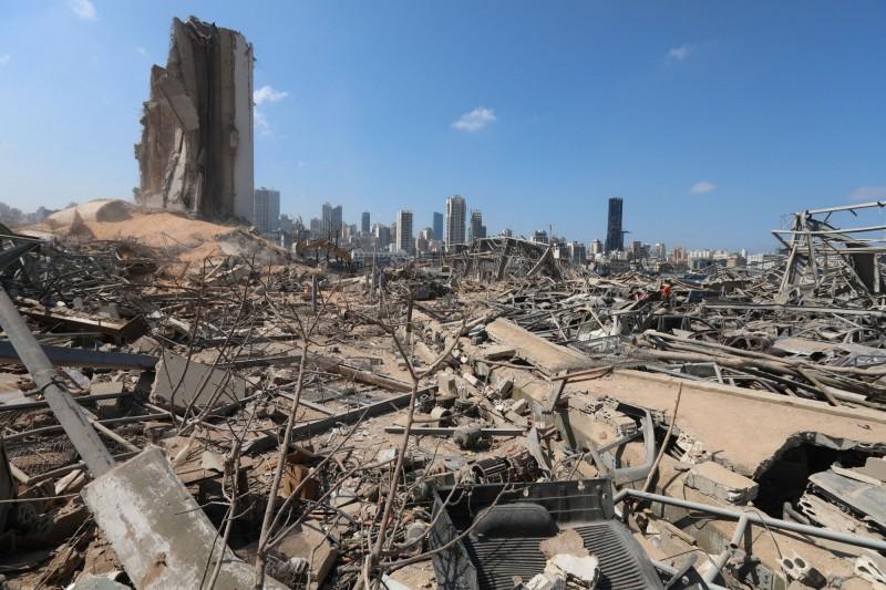 貝魯特(Beirut)港區發生大爆炸已經4天,目前仍有超過60人下落不明。(路透)