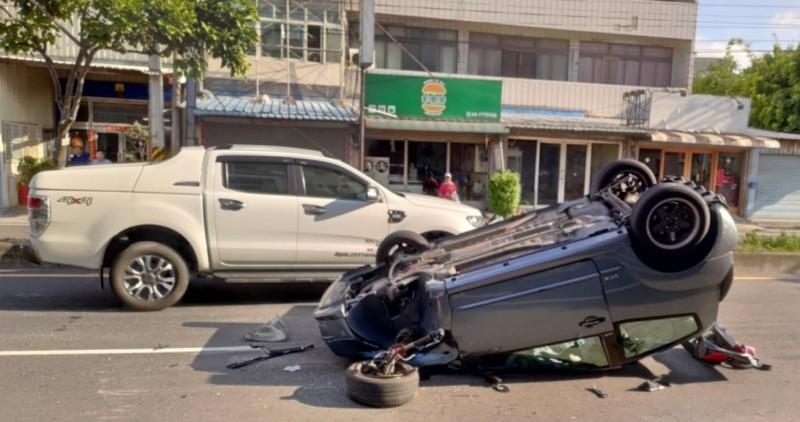 彰鹿路傳出翻車意外,所幸人員都是輕傷。(取自彰化踢爆網)