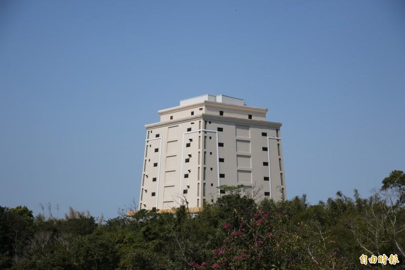 頭份私立玉寶文創納骨塔於年初取得啟用執照,已可營運。(記者鄭名翔攝)
