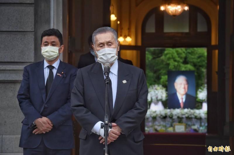 日本前首相森喜朗所領軍的「日本弔唁故李前總統訪台團」,今日下午拜會完蔡英文總統後,約5點來到台北賓館追思李登輝前總統。(記者方賓照攝)
