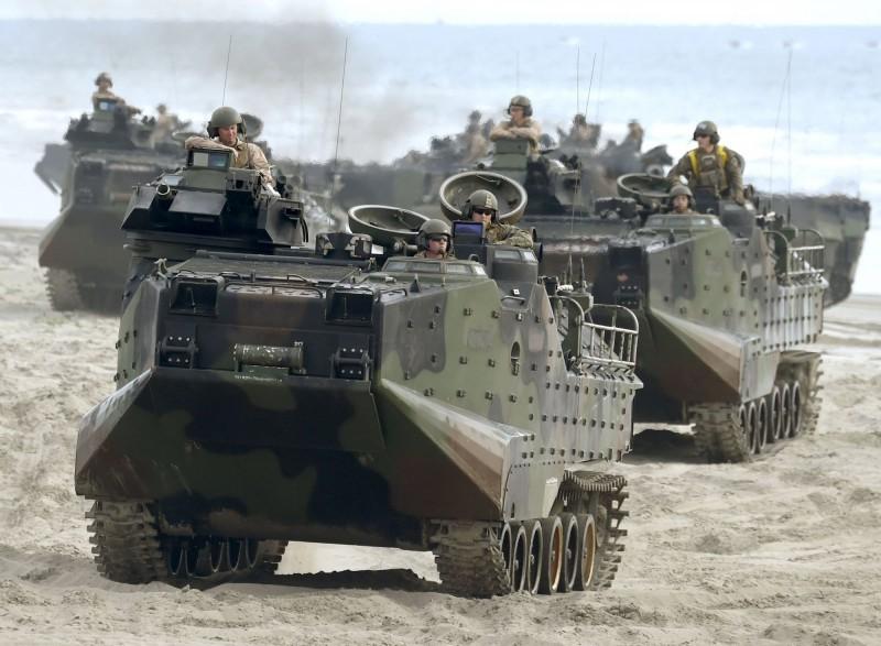 美國海軍陸戰隊宣布,海軍救難大隊已尋獲失蹤的7名陸戰隊員及1名水手的遺體。圖為AAV7兩棲突擊車。(路透)