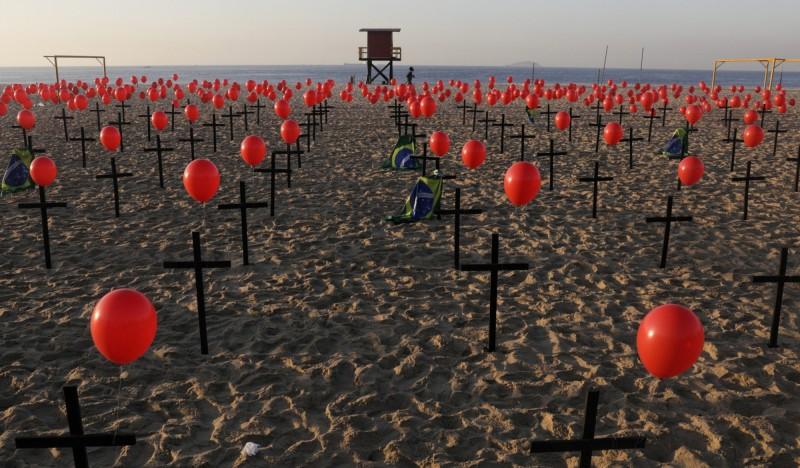 武漢肺炎》巴西死亡數破10萬 總統波索納洛信徒成亡魂
