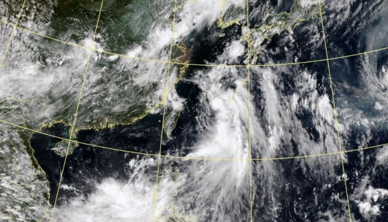 薔蜜颱風牽引「南海低壓」襲台 未來1週雨勢圖曝光