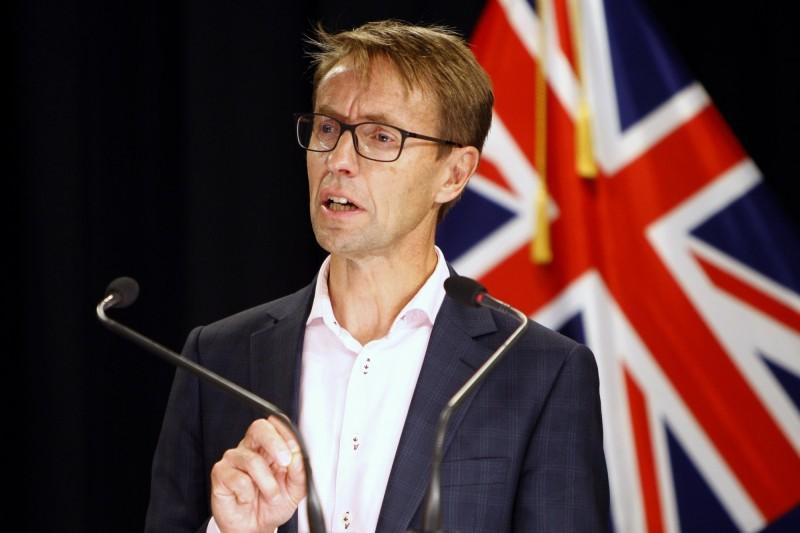截至今日為止,已是紐西蘭無新增武漢肺社區傳播案例的第100天,但紐西蘭衛生部首席醫療官(見圖)表示並不能因此自滿。(美聯社)