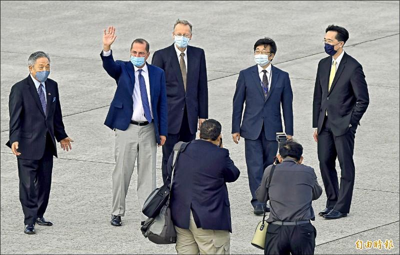 外交部:阿札爾 歷史性的訪問
