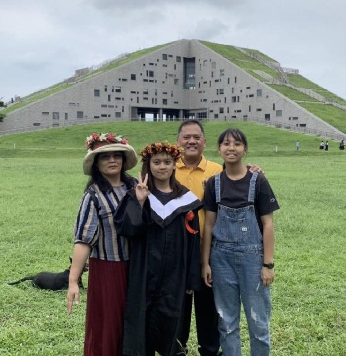 熱心救人的禹天傑小隊長與家人合影。(記者陳恩惠翻攝)
