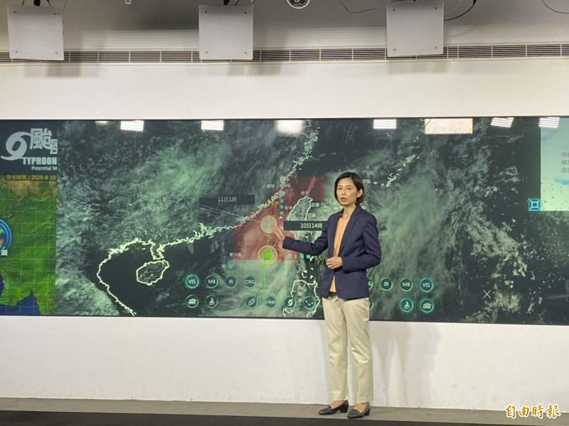 氣象局今天下午的風雨預報指出,高屏山區及台東縣、恆春半島今明兩天的總累積雨量可達300毫米,在台南市平地、高屏平地、花蓮縣山區可達250毫米。(記者蕭玗欣攝)