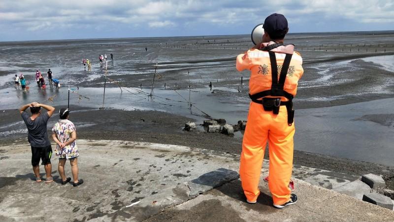 米克拉颱風即將來襲,海巡署中部分署加強勸導民眾勿冒險觀浪或出海捕魚。(記者歐素美翻攝)