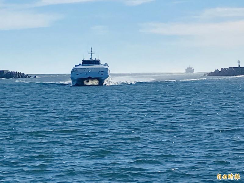 因颱風布袋商港被劃為「危險管制區域範圍」,布袋澎湖海上藍色公路明停航。(記者蔡宗勳攝)