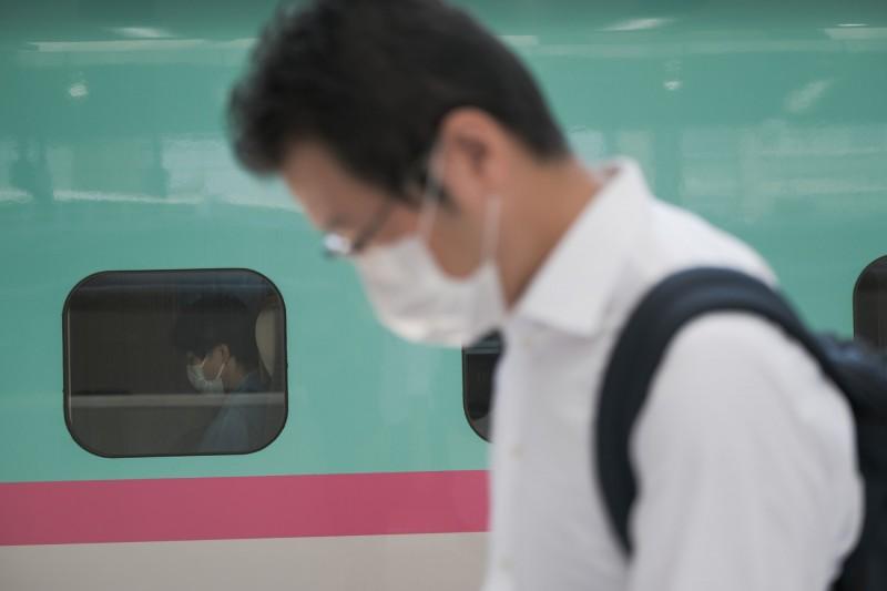 日本確診數包括鑽石公主號在內,累計已破5萬大關。圖為日本東京。(彭博)