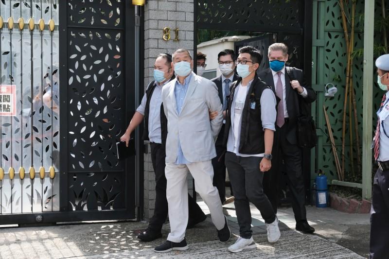 香港壹傳媒創辦人黎智英今晨被以違反香港國安法「勾結外國勢力」逮捕。(彭博社)
