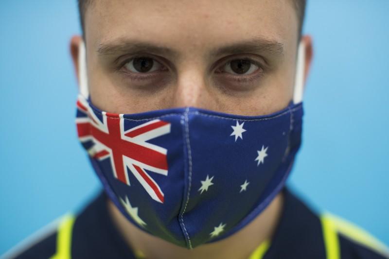 澳洲維多利亞州今日(10)新增322例確診病例、19例死亡,儘管確診數有所降低,仍創下單日死亡數的新高。(彭博)