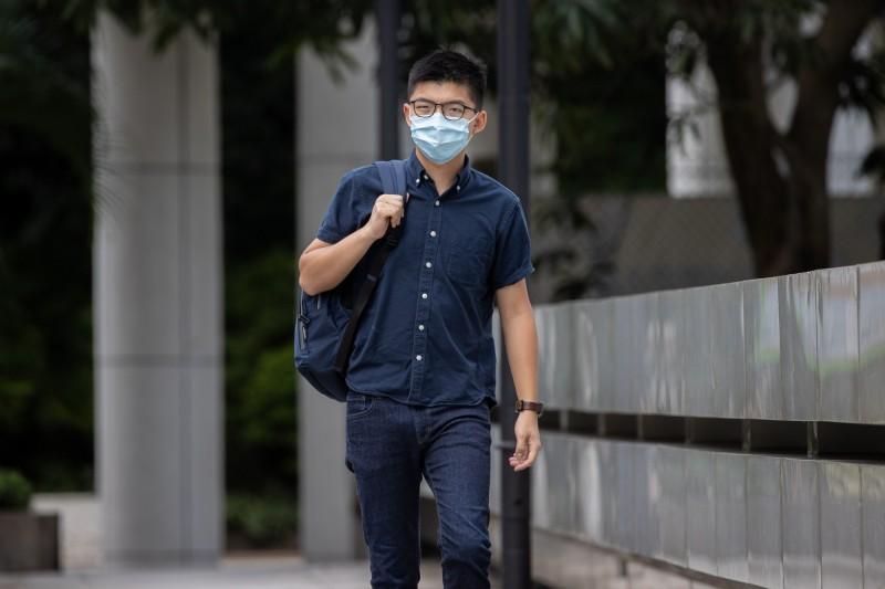 前「學民思潮」成員、23歲的李宗澤今被港警以涉嫌違反「港版國安法」之罪名拘捕。各界擔憂黃之鋒恐成港警拘捕的下一個目標。(歐新社)