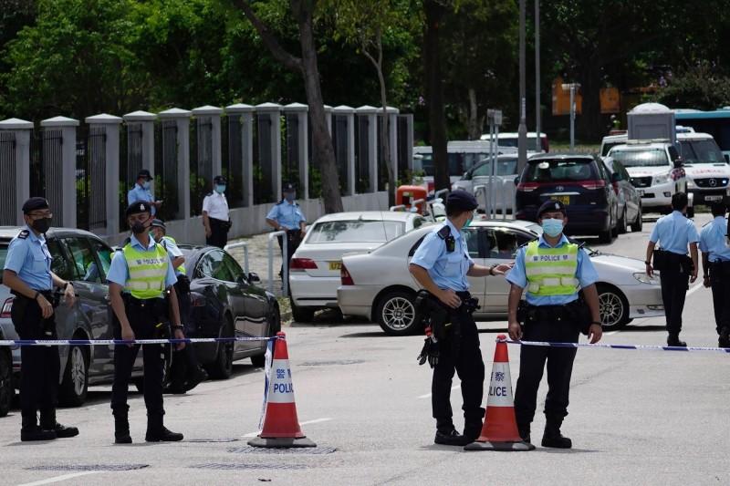 今日上午10時約有200名警察進入香港壹傳媒大樓搜索。(美聯社)