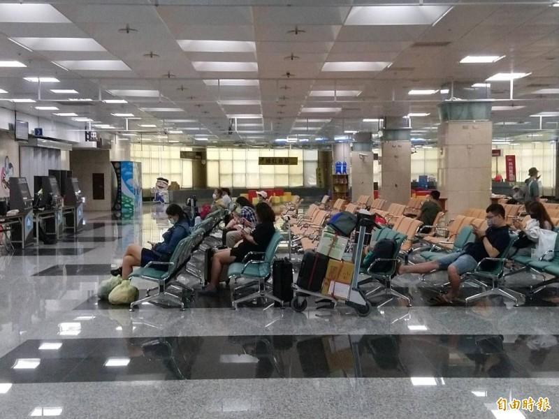 米克拉颱風打亂澎湖空運,但機場候補人數不多。(記者劉禹慶攝)
