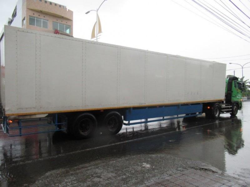 台17線東港路段今天發生驚悚車禍。(記者陳彥廷翻攝)