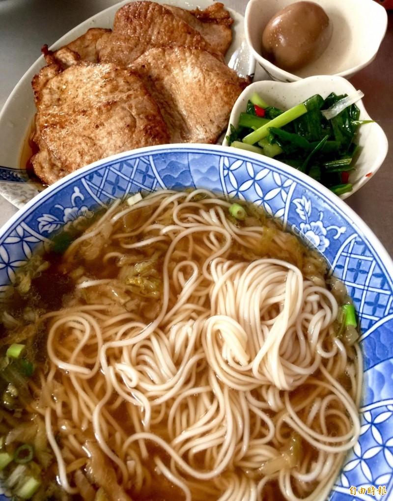 上海未名麵店的人氣麵點-豬排麵。(記者唐在韾攝)