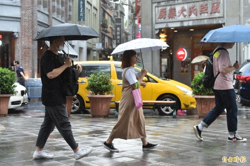 氣象局提醒,受到颱風及其外圍環流影響,今天(11日)許多地方都有雨勢。(資料照)