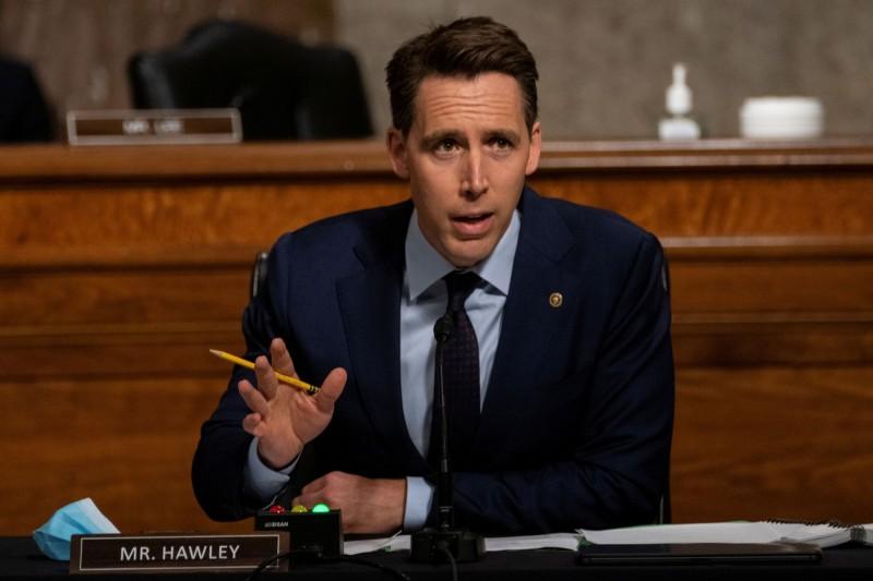 針對遭中國制裁,美議員霍利(Josh Hawley)表示,「隨便你怎麼報復,我不會退縮。」(路透)