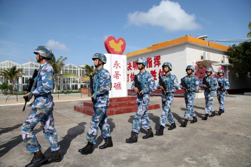解放軍近日實施夜間搶灘及巷戰演習,港媒分析是針對台灣而來。示意圖。(路透)