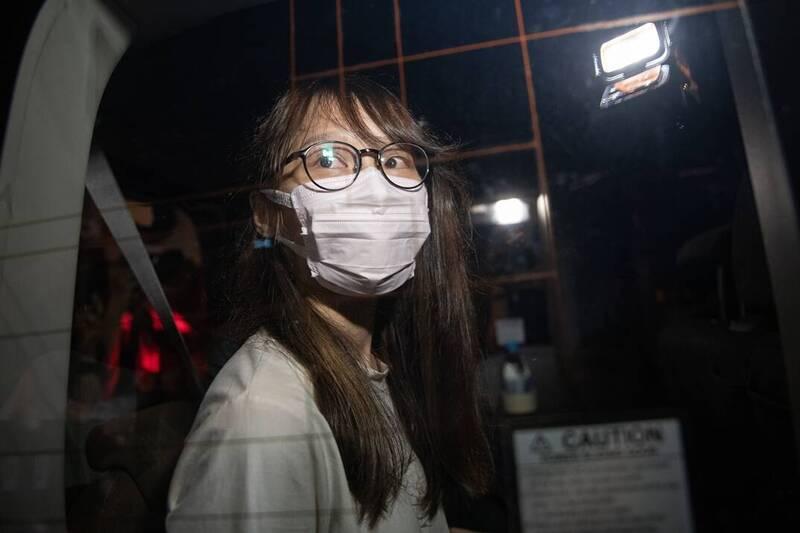 前學民思潮發言人、前香港眾志副秘書長周庭10日晚間被港警依違反港版「國安法」的「煽惑分裂」罪,在住處被拘捕。(歐新社)