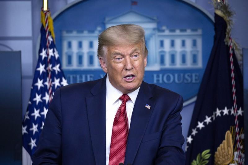 美國總統川普表示,拜登承諾選擇一名女性擔任副總統候選人,可能讓一些男性感到「侮辱」。(歐新社)