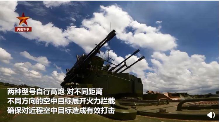 中國解放軍近日南海島以西舉行大規模軍事演習,美軍則出動P-8A海上巡邏機多次抵近偵查。對此,解放軍公開防空火砲實彈演練畫面,針對意味濃厚。(照片取自央視軍事微博)