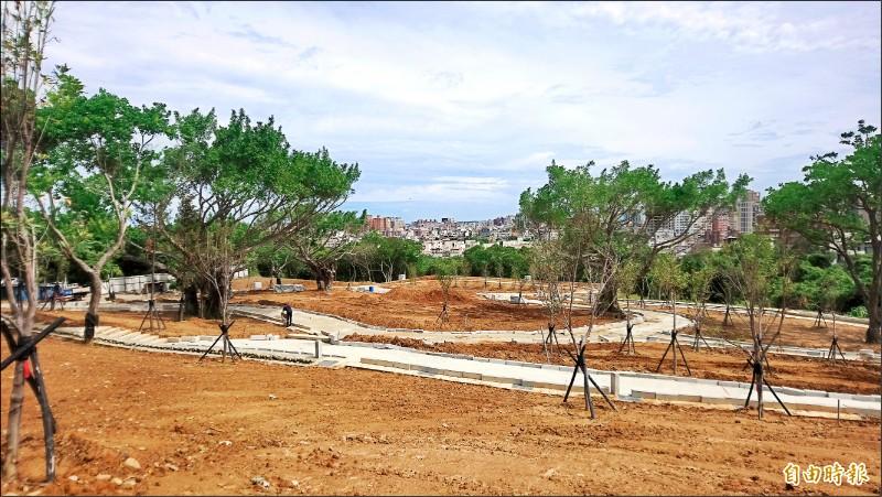 新竹市首座環保自然葬園區預計明年啟用,圖為目前施工情況。(記者洪美秀攝)