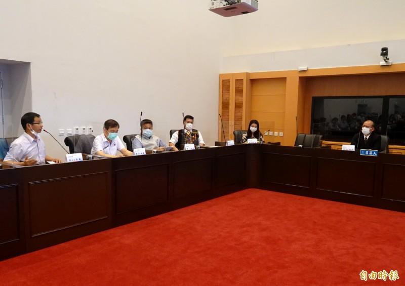 台中市議會19日起召開臨時會,由於首次在暑假開會,開會時間在程序委員會引起討論。(記者張菁雅攝)