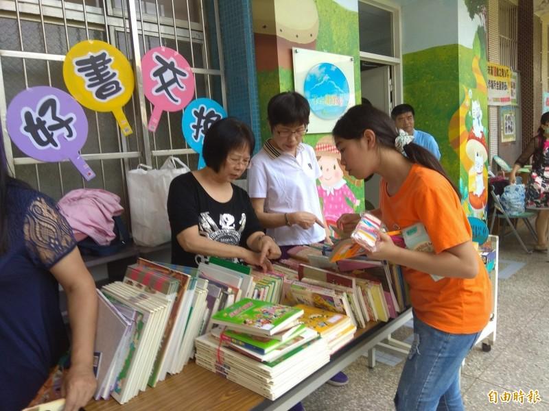新竹縣華興國小成立「愛閱聯盟」,讓學生們把閱讀當成是場「英雄之旅」的挑戰。(記者黃美珠攝)