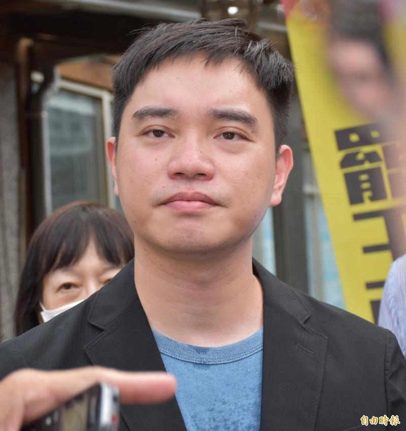 罷王總部發起人唐平榮表示,15日正式啟動連署行動。(記者李容萍攝)