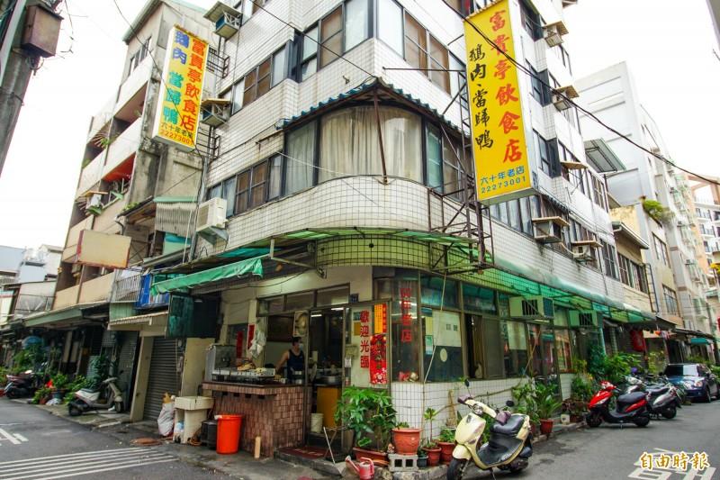 台中中區巷弄裡的富貴亭飲食店,雖然是一間只有4、5坪大的小店,卻已經在地經營80年。(記者何宗翰攝)