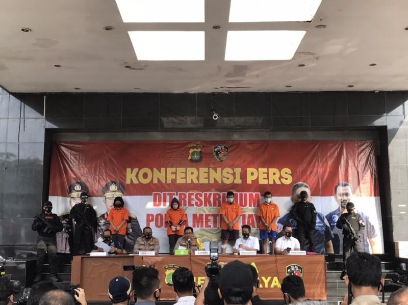 印尼警方循線逮捕S女等4嫌。(記者王冠仁翻攝)