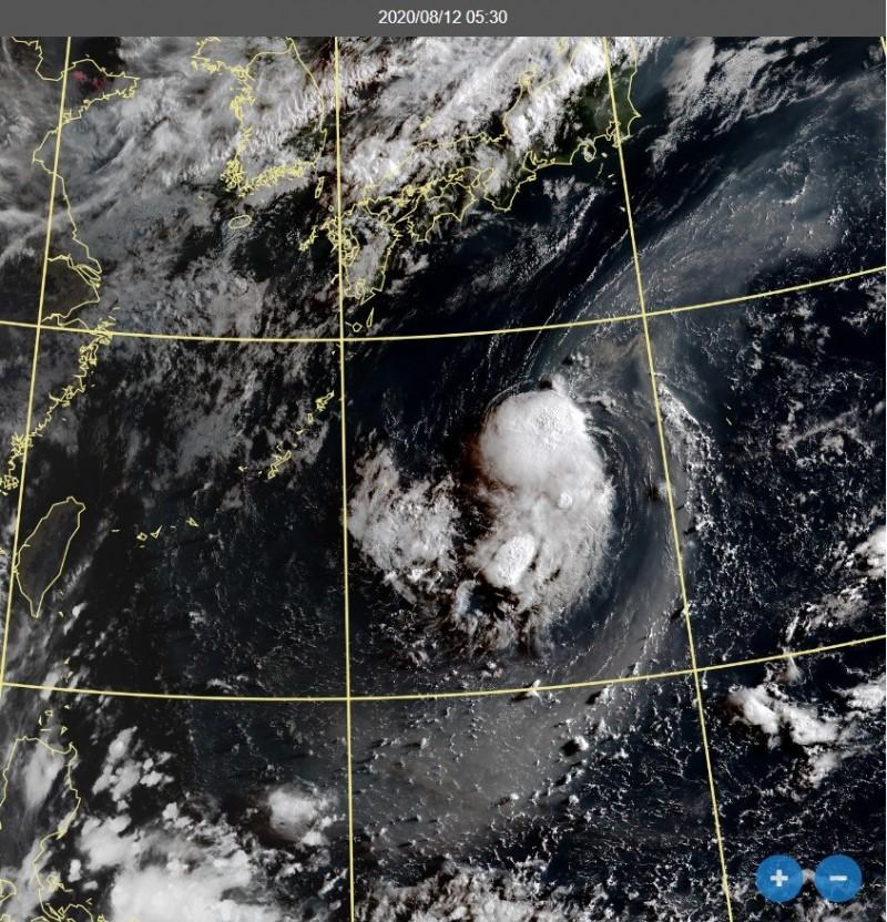 中央氣象局長鄭明典表示,TD08目前所處環境並不利發展,卻無消散跡象,後續變動值得關注。(擷取自中央氣象局)