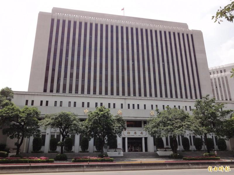 傳中央銀行正調查5家外商銀行涉及在遠期外匯市場(DF)約80億美元淨交易部位情事。(資料照)