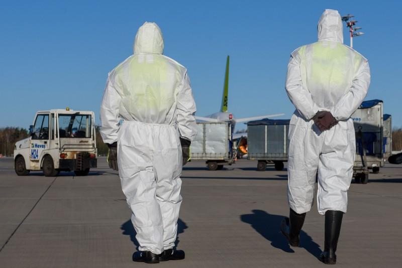 中國連3日境外移入病例達兩位數,3日共有82例境外病例,中國民航局一口氣發出3份「熔斷指令」。(法新社)