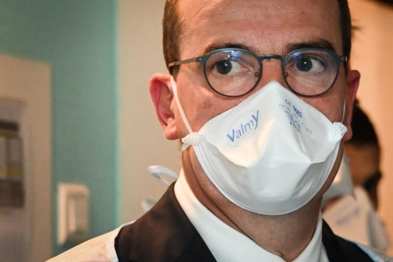 法國加強防疫措施,總理卡斯泰(見圖)憂民眾掉以輕心。(法新社)