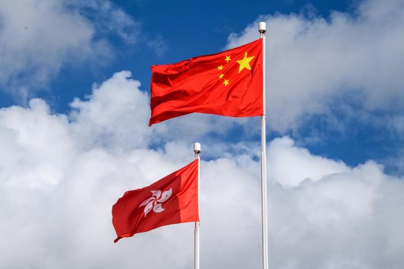 中國在香港強制實施《港版國安法》,引起多國反彈並暫停實施引渡協議,香港政府在今天表示,決定暫停與德國、法國簽署的引渡協議。(法新社)