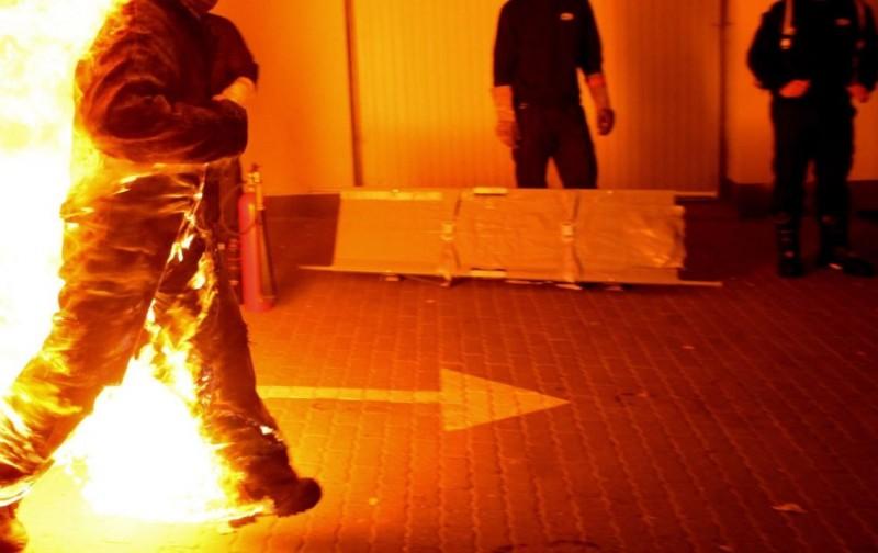特技演員全身著火,圖僅示意,與新聞當事人無關。(歐新社)