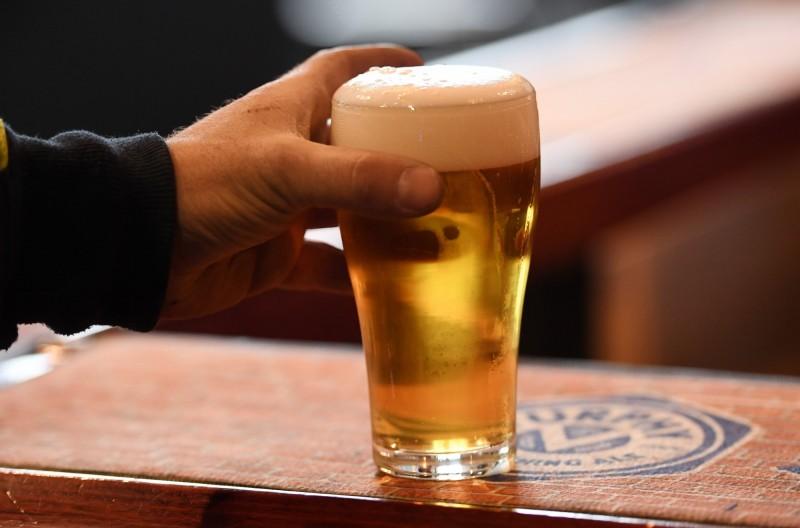 澳洲封城防疫導致釀酒廠出現大量無法出售的過期啤酒,南澳州將一部分用在沼氣發電,當成再生能源。啤酒示意圖。(歐新社)