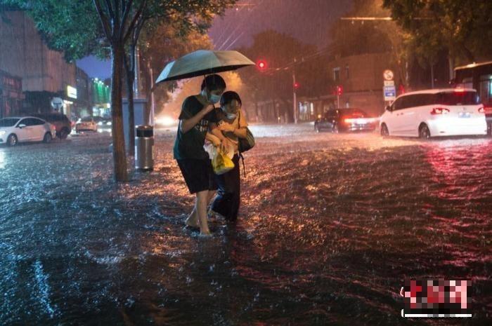 中國暴雨再來,今天強降雨重點區在北京,官方「三警齊發」。圖為北京8月9日一景。(圖擷取自網路)