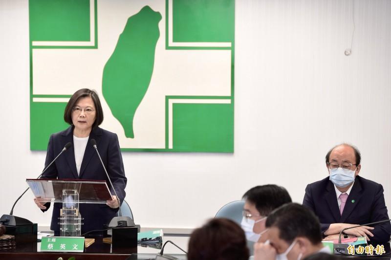 民進黨主席蔡英文總統今(12)日於民進黨中常會前針對香港議題發表談話。(記者叢昌瑾攝)