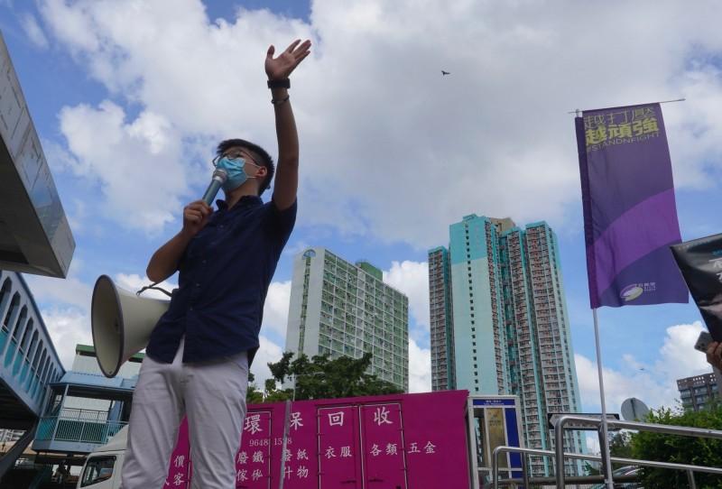 前「香港眾志」秘書長黃之鋒(見圖)投書《紐約時報》表示,「中國已將目標指向新聞媒體,面對審查與鎮壓最黑暗的新時代,香港人將會繼續反抗」。(美聯社資料照)