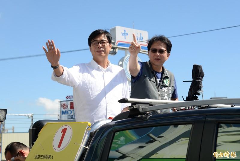 陳其邁今早與立委邱志偉在路竹、阿蓮、田寮一帶車隊掃街。(記者許麗娟攝)