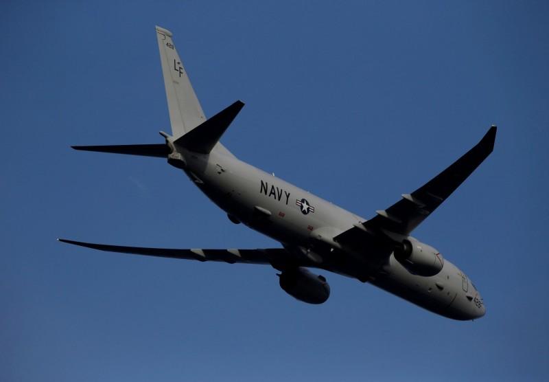 美國空軍1架RC-135偵察機及美國海軍1架P-8A巡邏機12日由黑海朝俄羅斯邊界飛行,遭俄國1架蘇-27戰鬥機攔截,圖為美國海軍P-8A巡邏機。(路透)